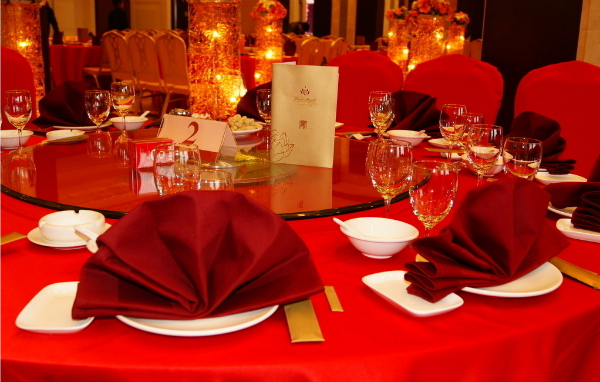 结婚摆婚宴选择星级酒店好还是酒楼餐厅好?