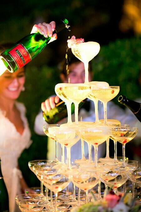 婚庆酒店内婚宴香槟塔的摆放 香槟摆放注意事项