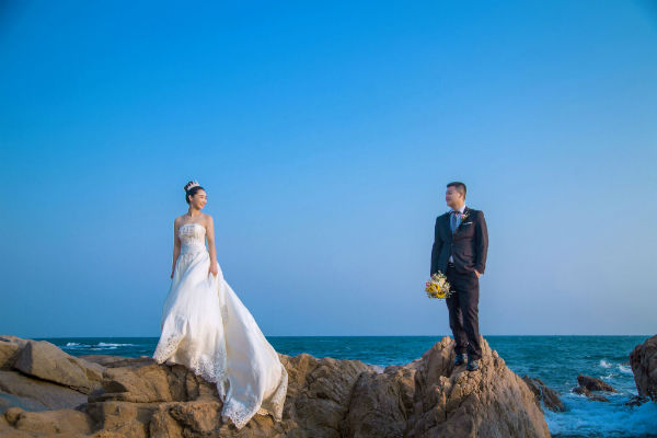三亚海景婚纱照摆什么姿势好看?海景最美pose大全