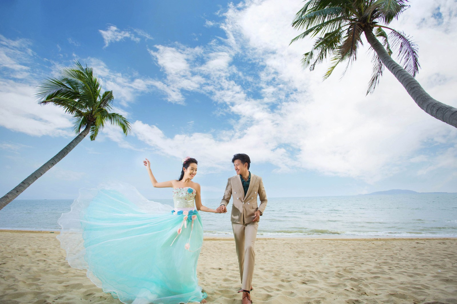 拍婚纱照大概多少钱_你知道在三亚拍一套婚纱照需要多少钱吗?