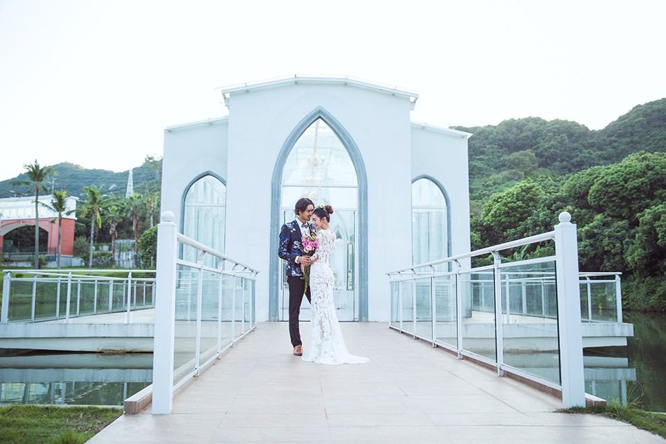 求婚需要浪漫的求婚场地,还需要求婚钻戒