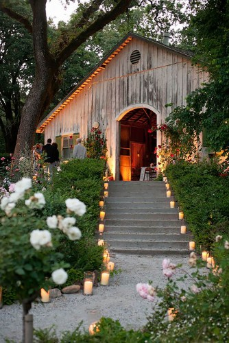 运用蜡烛装点西式婚礼现场