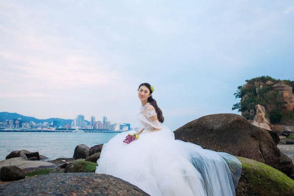 【厦门婚纱摄影】夏季拍婚纱照如何挑选婚纱