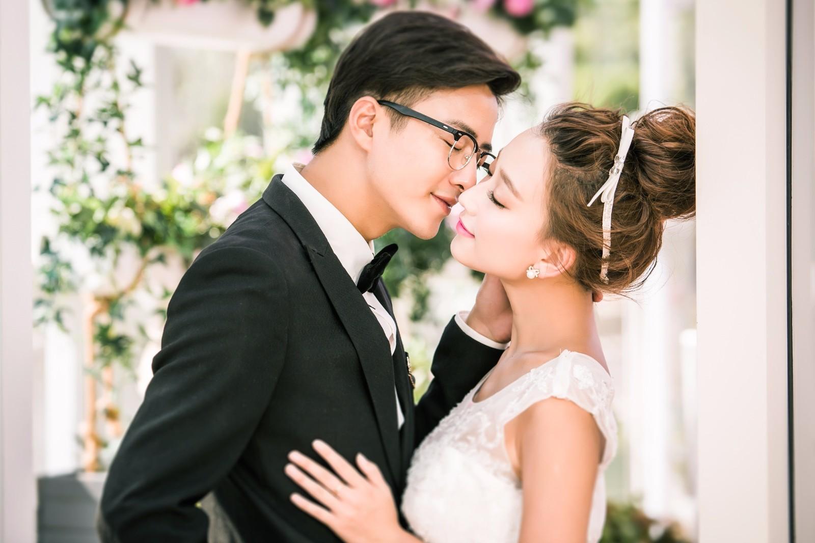 结婚证照片尺寸是多少,结婚证照片就是婚纱照吗?