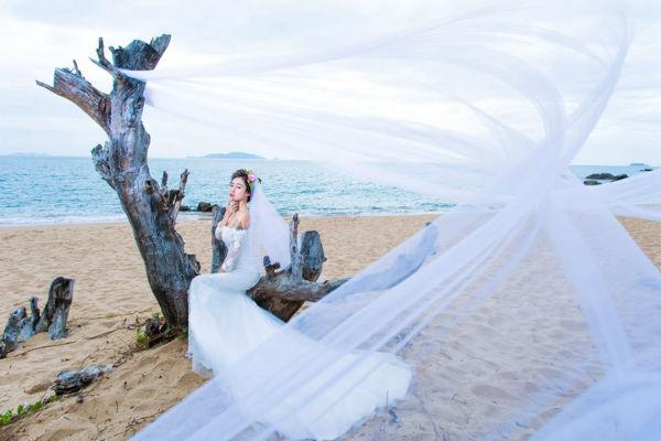 你了解选对婚纱对三亚婚纱摄影的重要性吗?