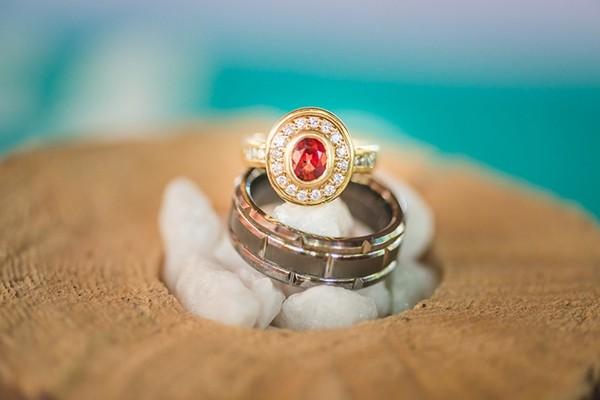独一无二的华丽订婚戒指,岂能错过?