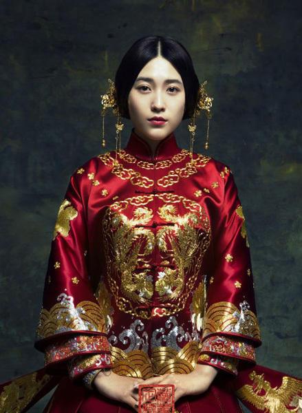 中式凤冠霞帔 缨络垂旒传统配饰与时尚的火花