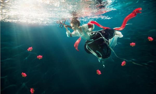 广州婚纱摄影:水下拍古风,别有一番风味!