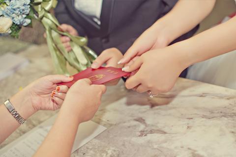 二婚结婚证该怎么领取 再婚的新人如何领取结婚