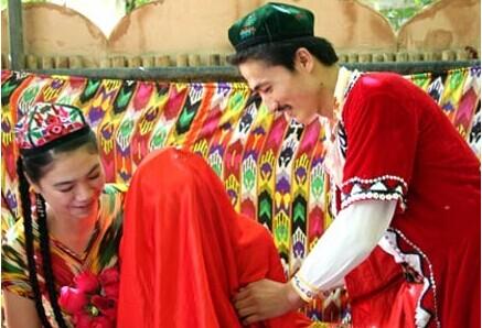 新疆维吾尔族婚礼 传统的浪漫情怀的民族