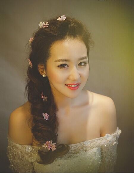 传统马尾漂亮新娘:2015最新新娘发型