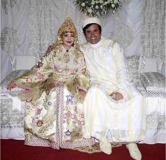 世界各地22种婚服欣赏,最美还是中国红!