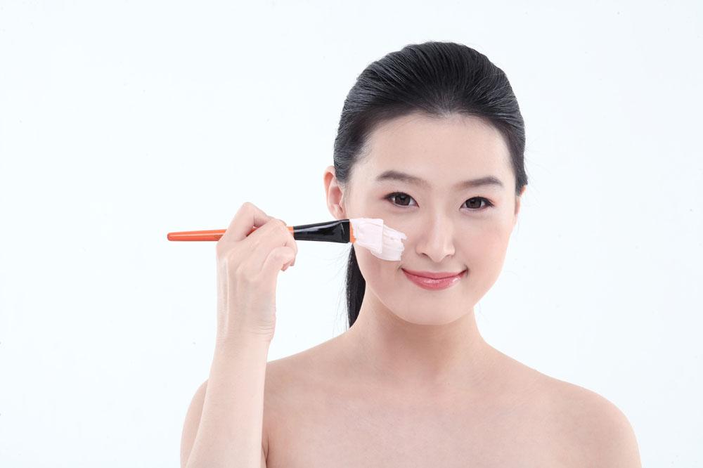 收缩毛孔的日常方法 婚前打造嫩白肌肤
