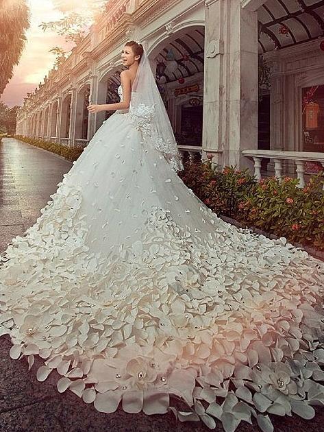 如何在预算范围内找到适合自己的婚纱?