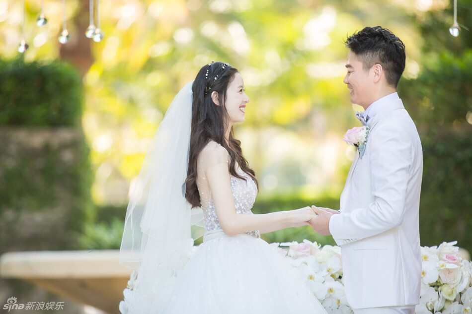 """刘强东奶茶妹妹章泽天童话式婚礼 """"霸道总裁""""刘强东出手不凡 婚礼猫"""