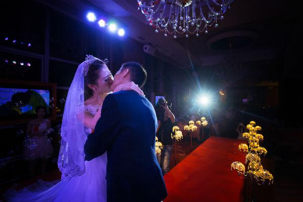 如何拍好纪实婚礼摄影?婚礼现场