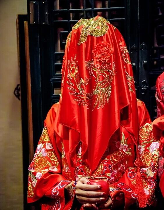 婚礼猫小编告诉你新娘为什么要盖红盖头