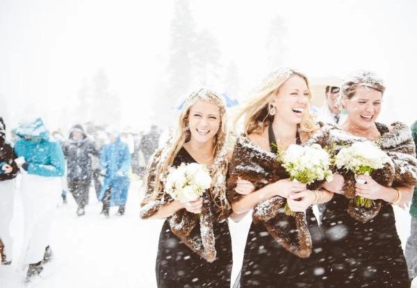 没有一场高山之巅滑雪冒险婚礼,哪来刻骨铭心?