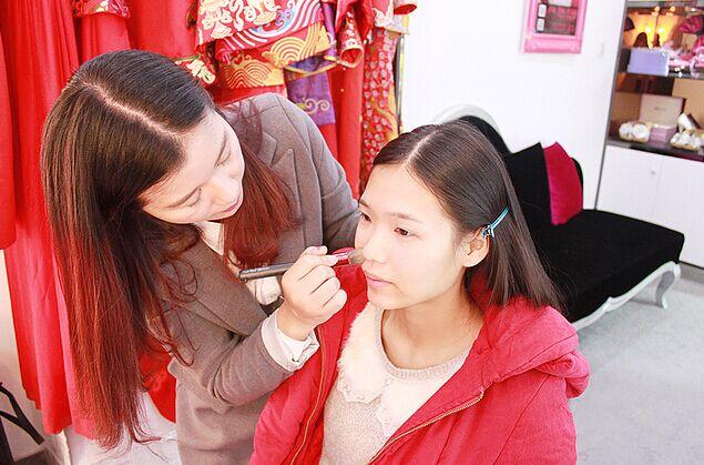婚宴网教你怎么选婚礼化妆师 怎么选婚礼跟妆师
