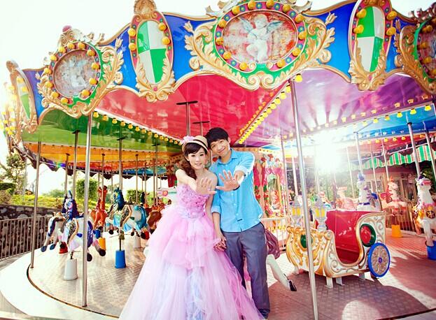 游乐场背景的拍摄婚纱照场地 婚礼猫
