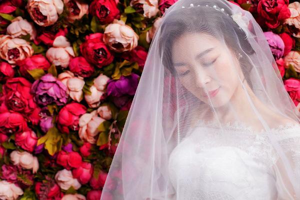 如何拍好厦门内景婚纱照?自然摆姿技巧