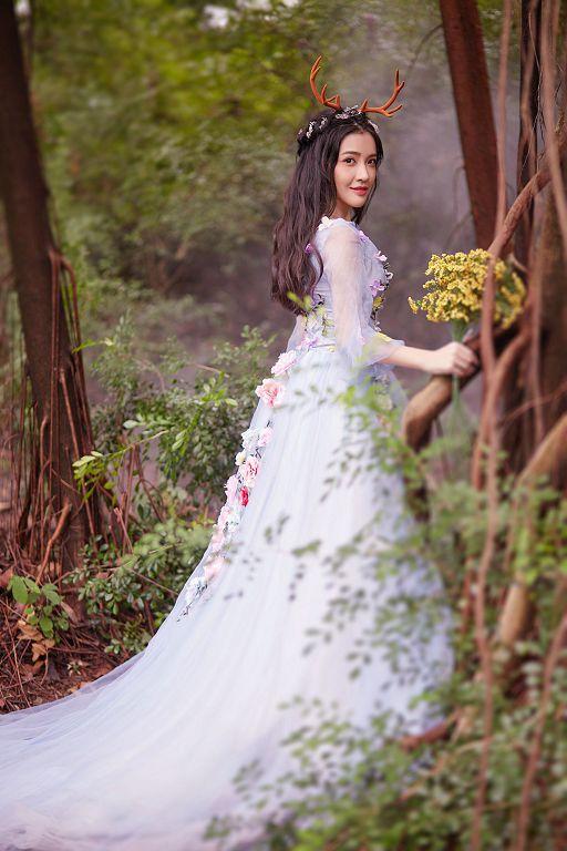 几种风格类型,打造气场十足的王妃新娘发型