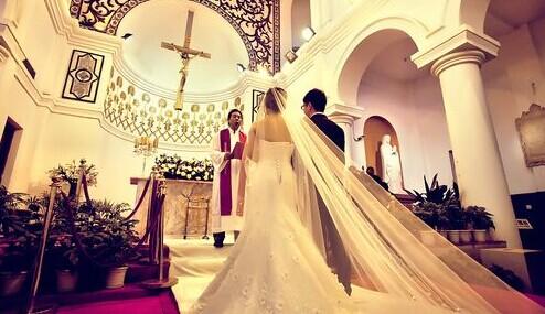 在教堂举行的西式婚宴流程表