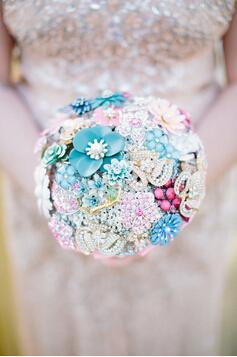 永不凋谢的珠宝手捧花,就像你们的爱情一样矢志不渝