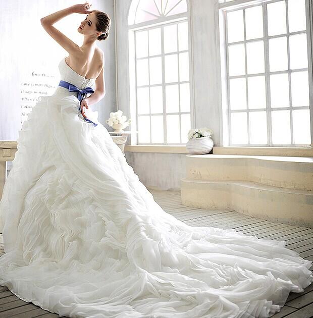 瘦新娘要怎么选婚纱礼服 展现完美体型