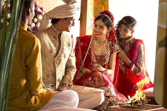 带你看遍世界各地的传统婚纱,你最喜欢那一款?