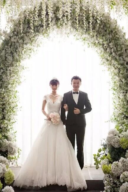 婚纱摄影怎么显瘦?跟婚宴网来学习这个结婚攻略