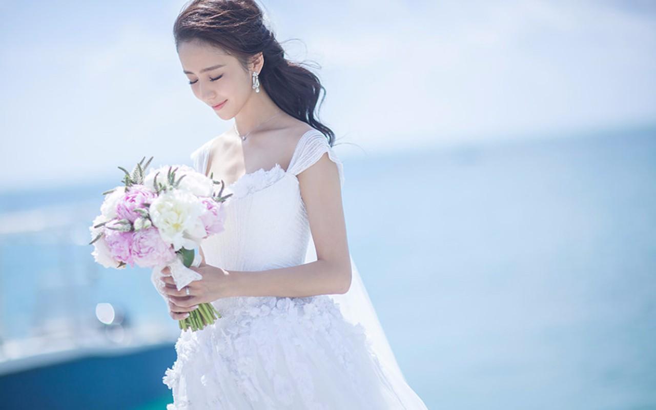 婚纱服装该如何搭配?