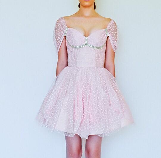 俏皮可爱的伴娘服 伴娘要这样穿才好看