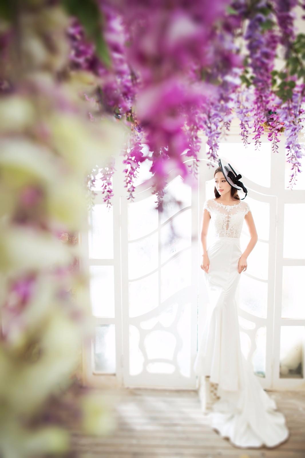 拍室内婚纱照多少钱?这就要根据自身的经济条件了