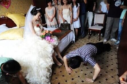 婚礼上整新郎的游戏集锦