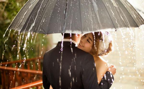 下雨天婚纱照怎么拍?雨天婚纱摄影拍摄手法
