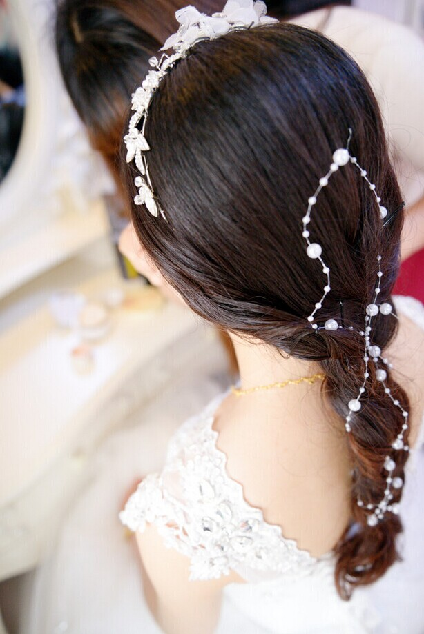 新娘的盘发造型 展现出新娘的迷人风采