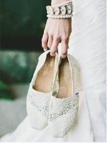 丢掉高跟鞋,这些平底婚鞋你值得拥有!