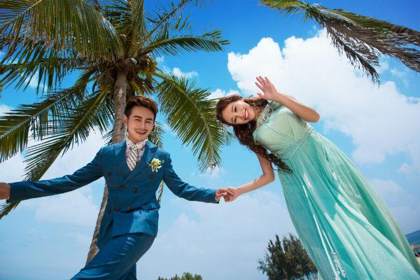 要想拍摄美美的三亚海景婚纱照,那么海天一线是最佳之选.