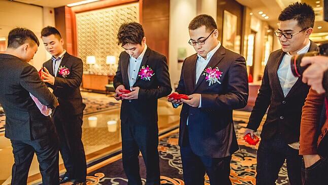 """伴郎在婚礼上需要做什么 做个最称职的""""男配角"""""""