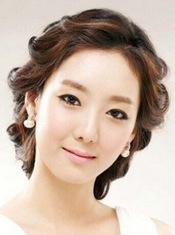 时尚韩式新娘发型